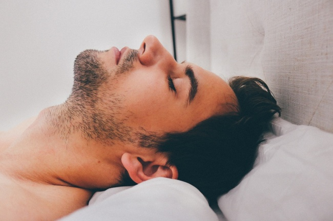 10 Solutions For Those Who Want To Stop Snoring