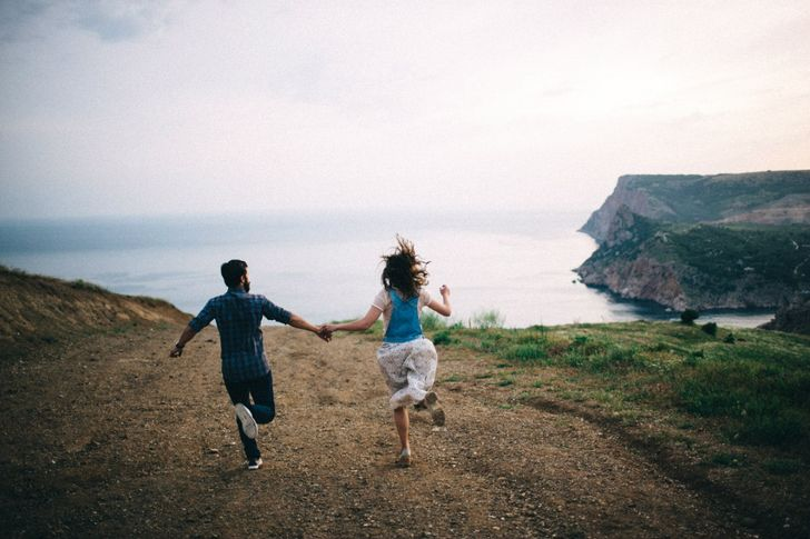 5 Reasons Why Happy Couples Don't Talk About Their Relationships On Social Media
