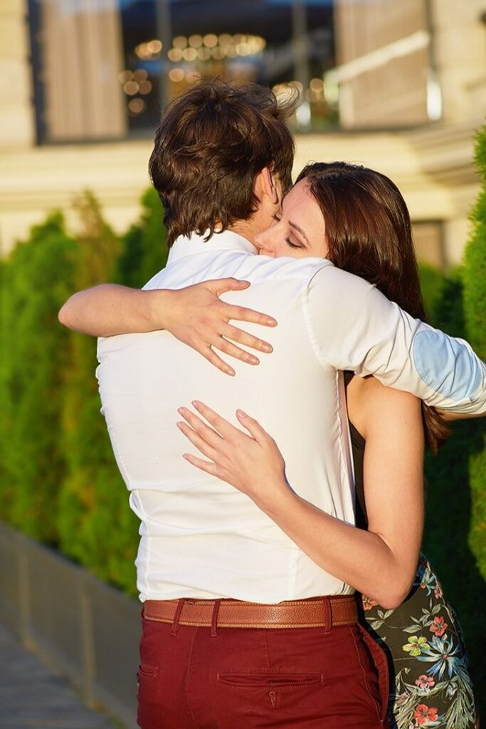 7 Types of Hugs and What Each Says About Your Relationship